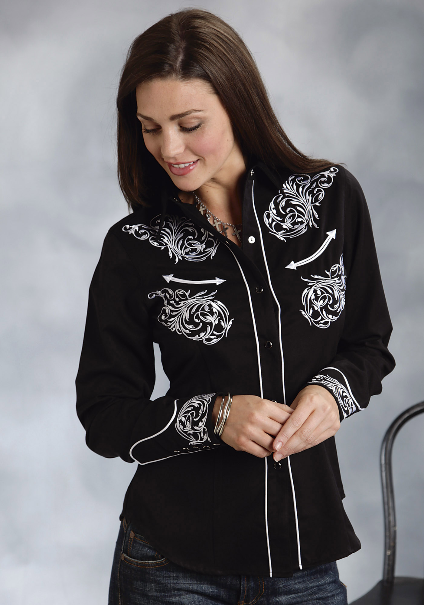 Women's Western Wear For everything you need to complete your country girl look, shop at Langston's. Our selection of stylish women's Western apparel, shoes and accessories includes all sorts of chic looks for ladies who like to embrace the rustic-yet-chic Western lifestyle.